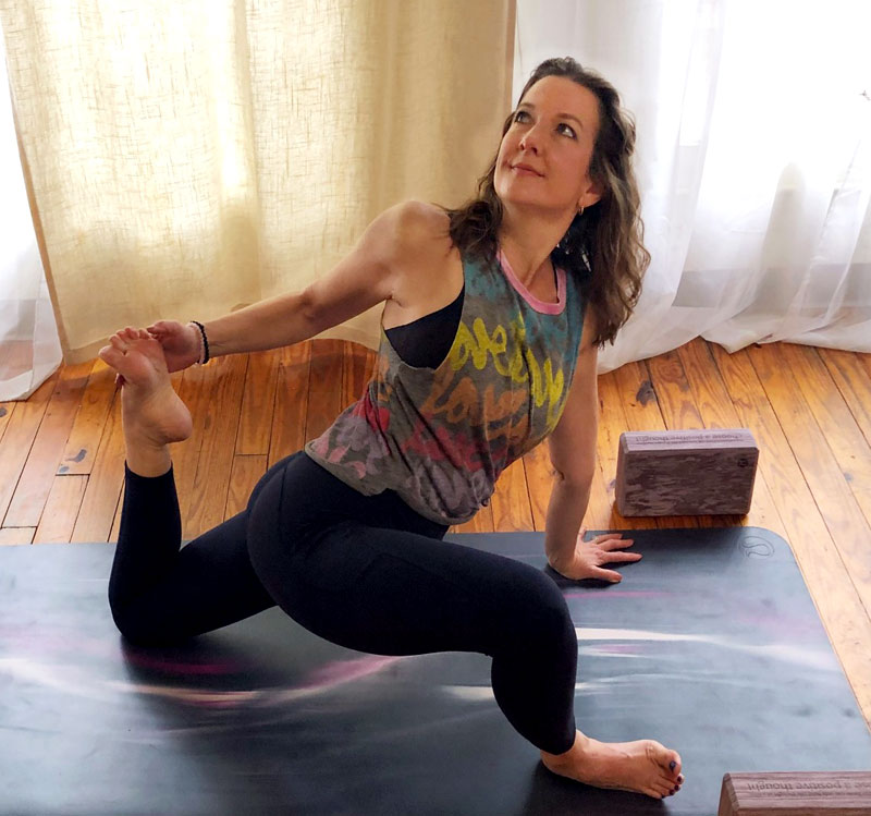 Alisa Lewis Form yoga teacher
